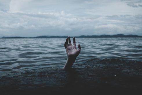 Laat de paramedici niet verdrinken!