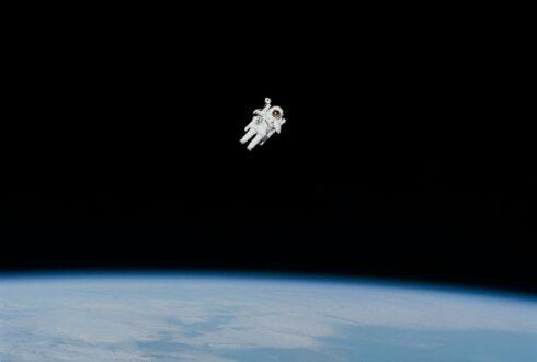 Met je hoofd in de ruimte